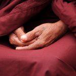 Ansia e meditazione. La meditazione può aiutare le persone ansiose. Psicologa Ave Giada. Ricerche attestano che esercizi di meditazione aiutano gli ansiosi